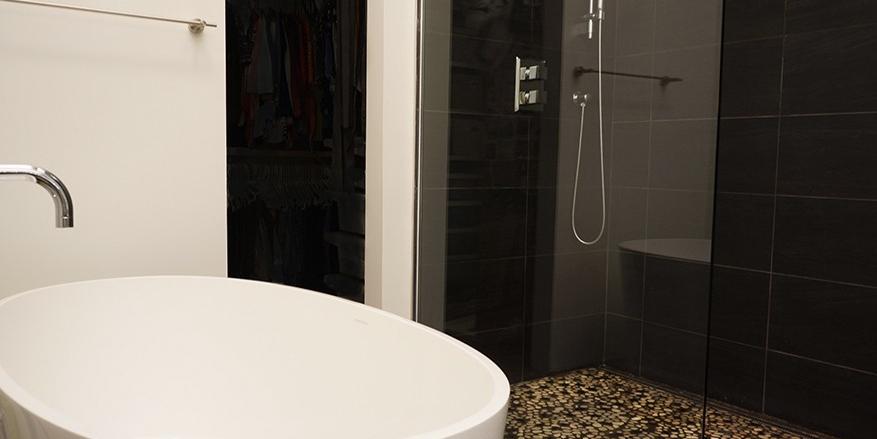 modern bathroom_separate tub